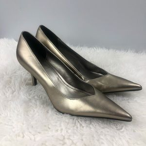 Predictions Gold Pointed Toe Heels Size 7.5